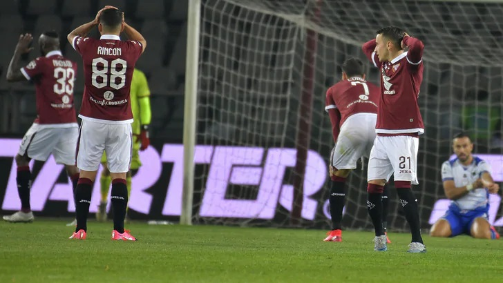Torino, è emergenza: intanto Gene Gnocchi punge